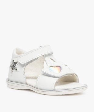 Sandales bébé fille en cuir avec étoiles et cœur vue2 - GEMO(BEBE DEBT) - GEMO