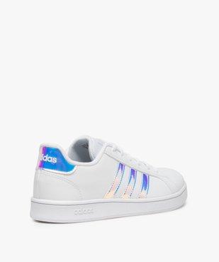 Baskets femme à bandes irisées – Adidas Grand Court K vue4 - ADIDAS - Nikesneakers