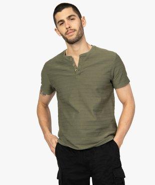 Tee-shirt homme à col tunisien en maille texturée aspect rayé vue1 - GEMO (HOMME) - GEMO