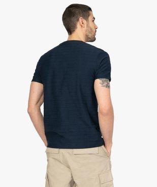 Tee-shirt homme à col tunisien en maille texturée aspect rayé vue3 - GEMO (HOMME) - GEMO
